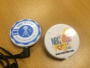 缶バッジ型ラジオ